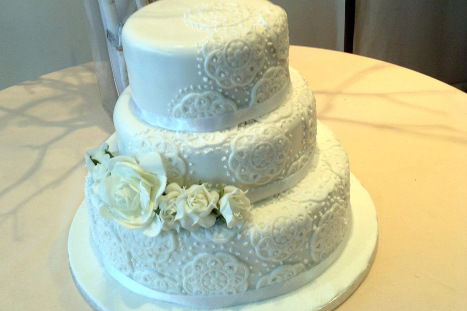 wedding cakes cyprus paphos getting married in cyprus helping you plan your wedding 24135